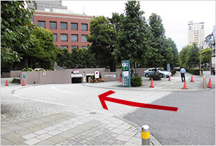 Parking lot Higashi-iru Exit (in front of Westin Hotel Tokyo)
